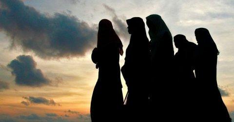 যাদের সঙ্গে বন্ধুত্ব করা ইসলামে নিষিদ্ধ