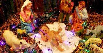 শোনো স্বর্গদূতের রব, নবজাত রাজার স্তব – শুভ বড়দিন