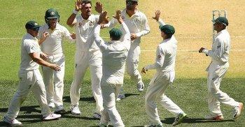 অ্যাডিলেড টেস্টে অস্ট্রেলিয়ার বিরুদ্ধে ধুঁকছে ভারত