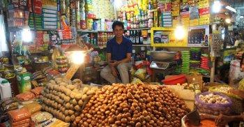 রমজানে চাঁদাবাজি আর মূল্য নিয়ন্ত্রণ চান ব্যবসায়ীরা